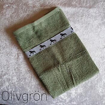 Handduk Olivgrön med islandshästar  50 x 70 cm, tillval Namnbrodyr