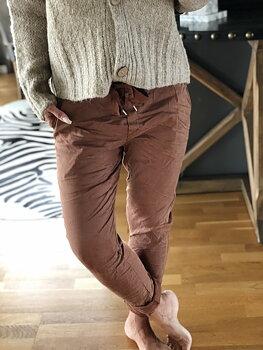 STAJL - Cargobyxa med knyt i midjan - Brown
