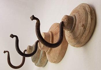 Krok, hängare med träplatta från Affari