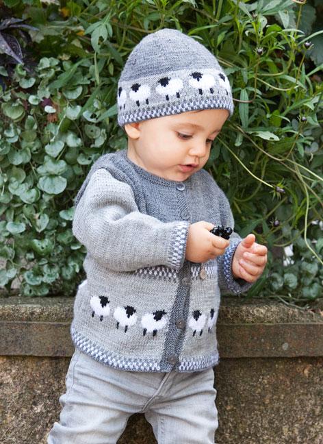 Flätstickad babykofta och klänning, stickmönster YouMeKnit