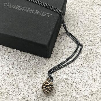 Halsband med bronskotte