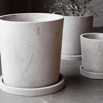 Ernst Cementkruka  Mellan