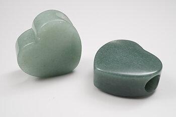 Hjärta i Grön aventurin ca. 28x28x15 mm, hål 8 mm, hänge
