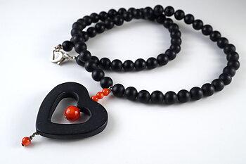 Halsband med svarta stenar och infärgad bambukorall, 925-silver JOD