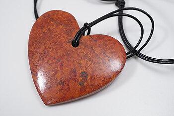 Cuprit hjärta ca. 38x35mm med läderband