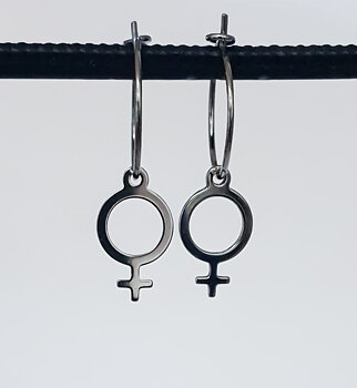 Örhängen feminist, små ringar, svarta - Silver 925