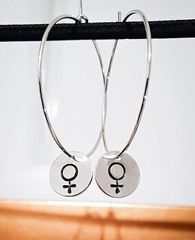 Örringar, runda brickor med kvinnosymbol - silver 925