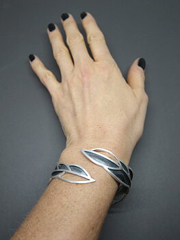 LEAFY - one-of-a-kind armband