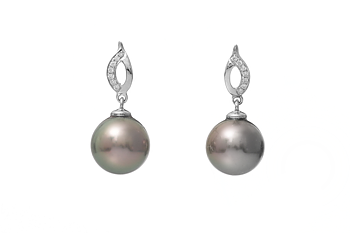 Fantastic Tahitian pearl earring set in white gold with diamonds