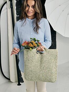 Virkad väska i Viola by Permin