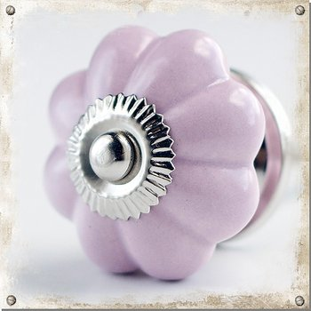 Monochromatic knob in porcelain, pink-purple