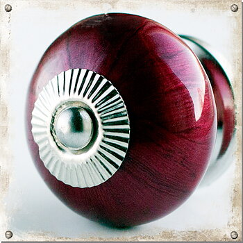 Nacre, red-brown round knob