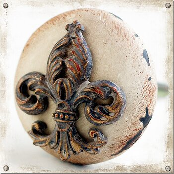 Light coloured knob with fleur-de-lis