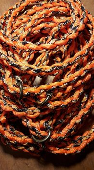Handflätat Retrieverkoppel med hornstopp och gjuten mässingsring.  Guld-Orange/Svart
