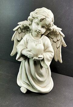 Ängel med ett Hjärta i hand