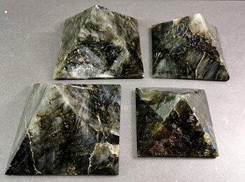 Labradorit Pyramid
