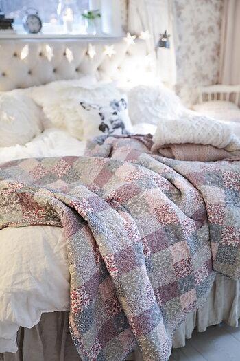 Handpicked -   patchwork quilt / bedspread