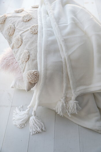 Handpicked - Blanket with tassels creamy white