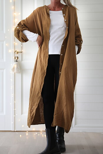 Rough & Rose - Long dress with buttons and side pockets  caramel