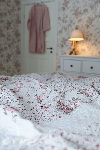 Handpicked - Patchwork quilt / bedspread vintage roses