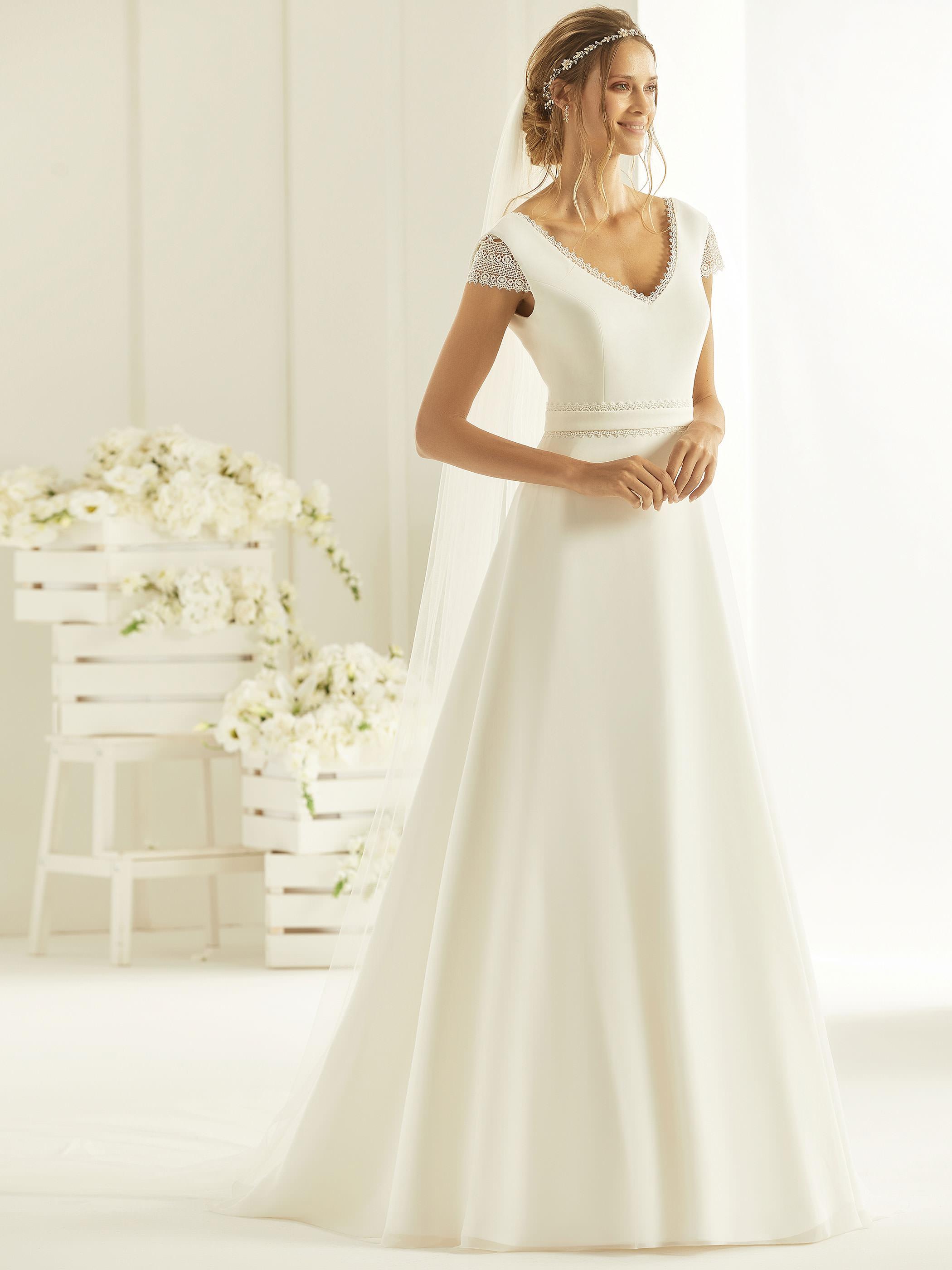 medeltida bröllopsklänning