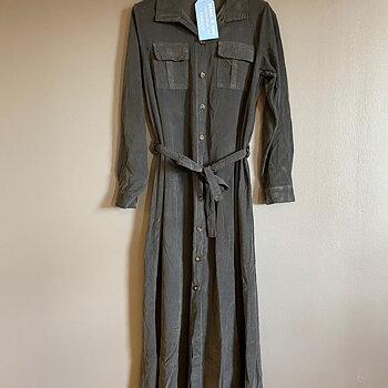 LYKKE - vår älskade skjortklänning NU I MANCHESTER! GRAFIT