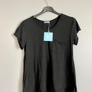 YOGA - kortärmad t-shirt....Be-you-tiful.... SVART
