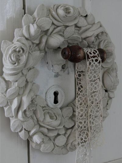 Stor vit handgjord blomsterkrans JD Living shabby chic lantlig stil