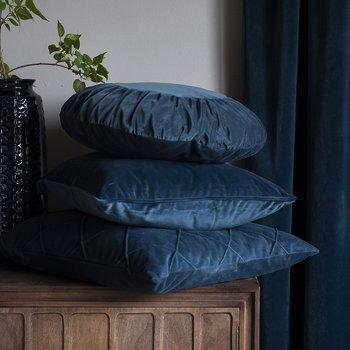Kuddfodral runt mormor marinblå sammet shabby chic lantlig stil
