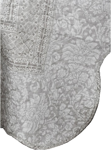Kviltat överkast dubbelsäng antikvitt beige bågad kant shabby chic lantlig stil