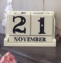 Kalender med klossar trä shabby chic lantlig stil