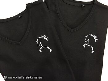 V-ringad damtop med Islandshäst