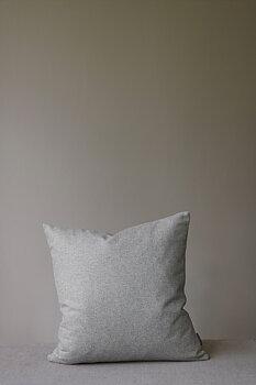 Kuddfodral, Retreat grålera 50x50, från Mimou