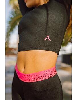 Croptop från Axelartistics med rosa detaljer