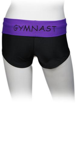 Hotpants med ordet gymnast tryckt på färgad kant