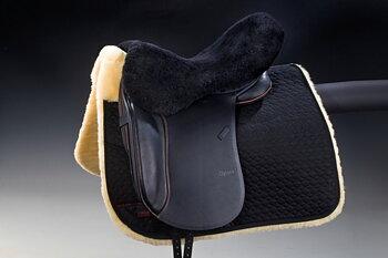 Horsedream®  fårskinnssits / rumpvärmare (engelska sadlar), svart