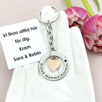 Personlig nyckelring med rosehjärta