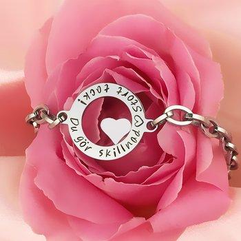 Personligt armband med minihjärta