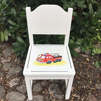 """Vit barnstol med helrygg med motivet """"Brandbil"""""""