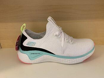 "Skechers Womens Solar Fuse med Memory Foam innersula. Vit/tukos/svart/rosa STRETCH FIT .  ""Fusk""-snörning."