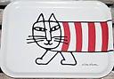 """Bricka Lisa Larson liten vit med röd katt """"Mikey"""""""