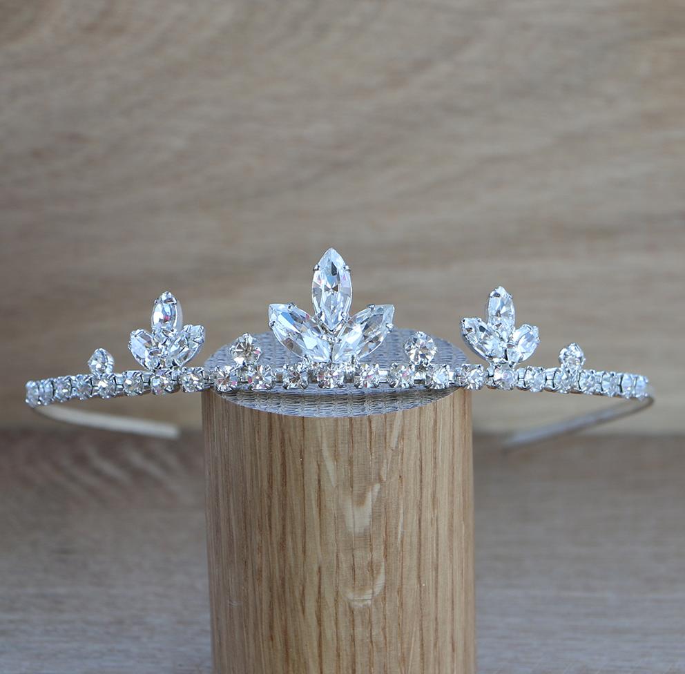 Tiara med vit kristall och stora glas diamanter Klänningar