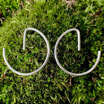 NEWS Earrings Broken Circle