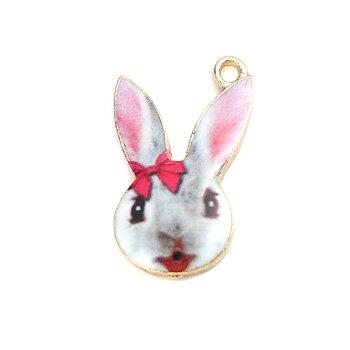 Charm Enameld rabbit w bowknot