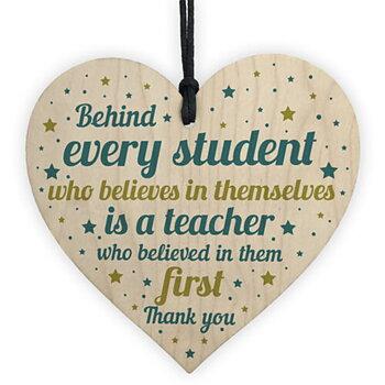 "Trätavla Hjärta ""Behind every student....."""
