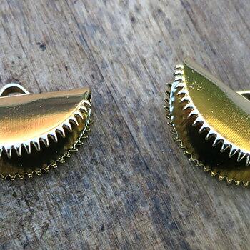 Ändfäste platta band guldfärgad -  Rund modell med taggar, 20 mm, 2- pack