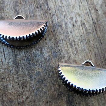 Ändfäste platta band silverfärgad -  Rund modell med taggar, 20 mm, 2- pack