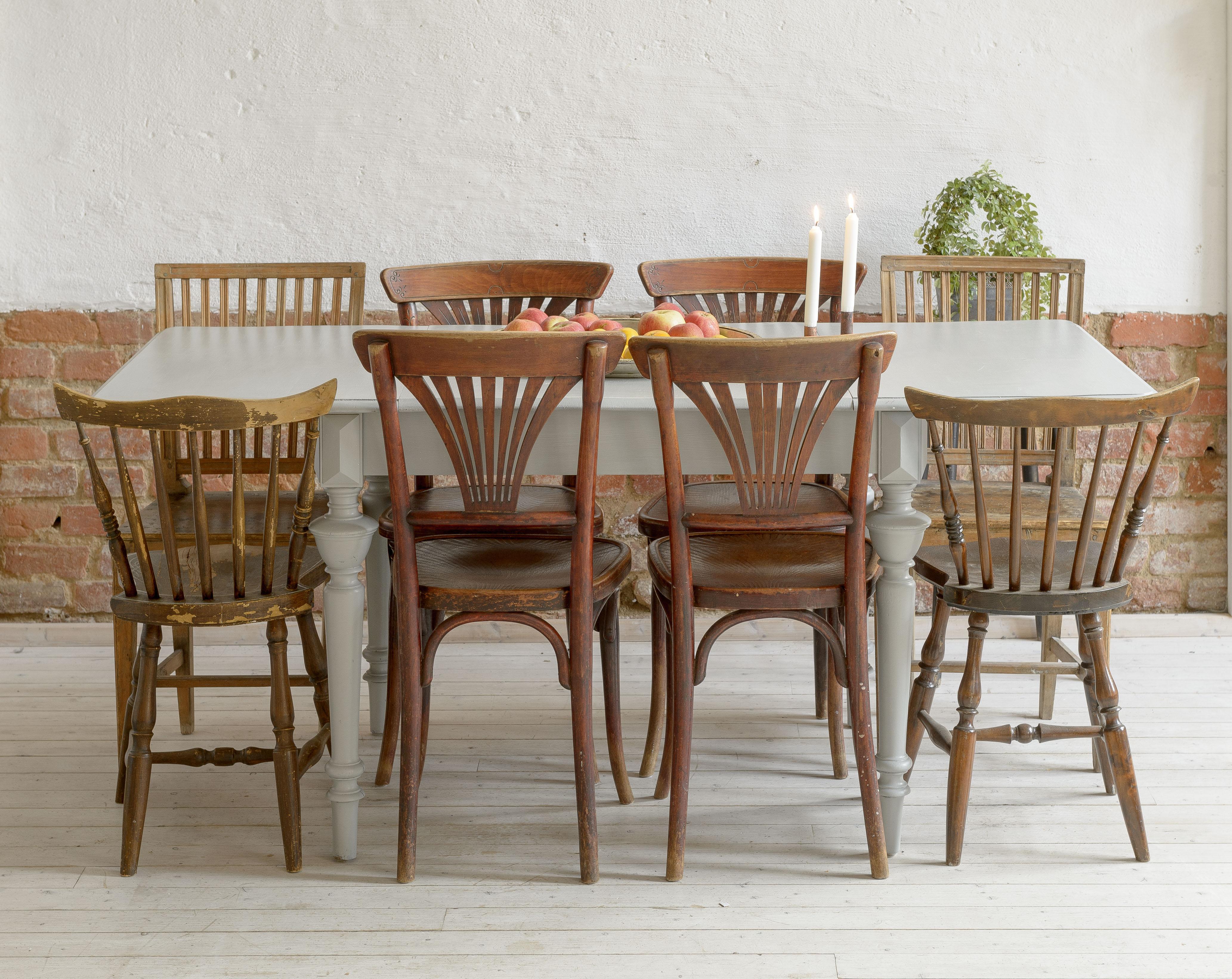 Butik Lanthandeln vackert gammalt matbord med svarvade ben