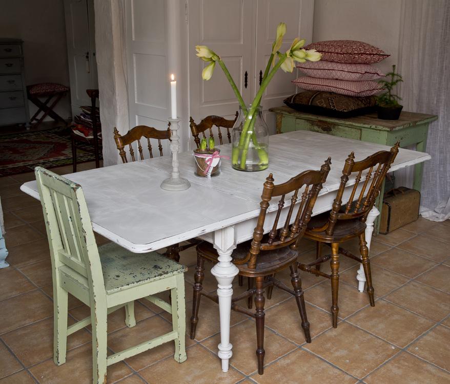 Butik Lanthandeln Vackert matbord med svarvade ben SÅLT