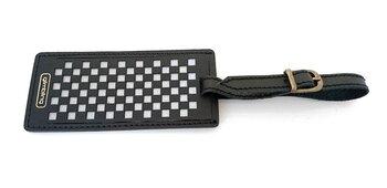 Reflex i form av en bagageetikett Chess svart från Glimbling hos Jemasmix